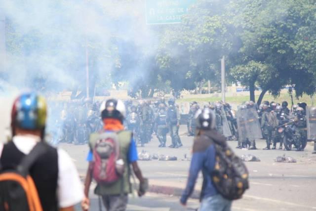 La GNB también arremetió contra los trabajadores de la prensa (Foto: Régulo Gómez / LaPatilla)