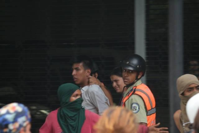 Presunto infiltrado de la GNB en la vigilia de este #24Jul / Foto:  Wil Jiménez