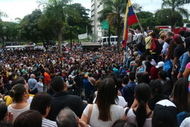Opositores comienzan a concentrarse en Parque Cristal / Créditos: Will Jiménez