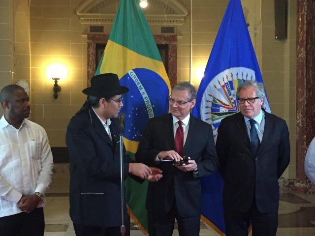El embajador de Bolivia, Diego Pary Rodríguez; el embajador de Brasil, José Luiz Machado e Costa y el secretario general de la OEA, Luis Almagro (foto OEA)