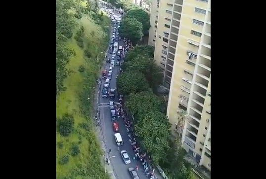 Foto: Las colas para la consulta popular en Caricuao  / Cortesía