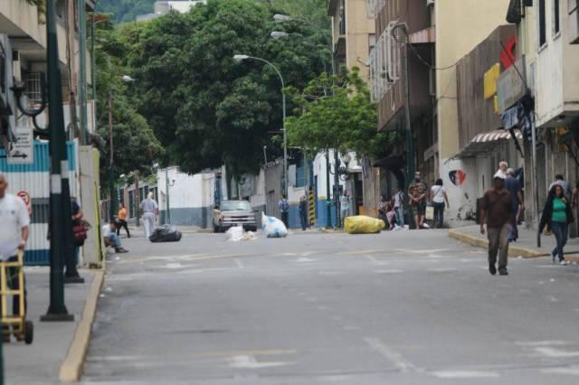 Vecinos de Chacao acatan llamado a paro nacional y colocan barricadas en las calles / Foto: Will Jiménez - La Patilla