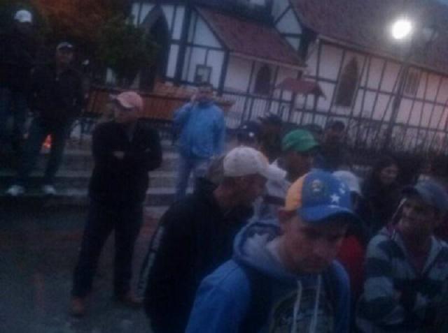 La Colonia Tovar dividida se expresa en la calle / Foto @VPAraguaOficial