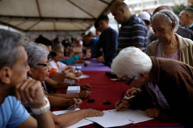 Los venezolanos comenzaron a votar a las 7 de la mañana en todo el país (Foto Reuters)