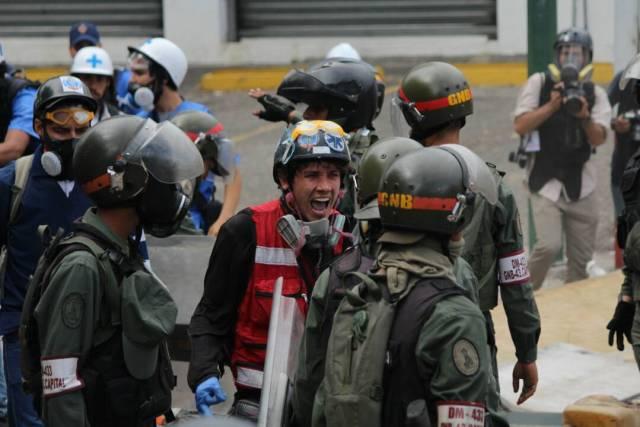 GNB robó insumos a paramédicos en Bello Campo. Foto: Régulo Gómez / LaPatilla.com