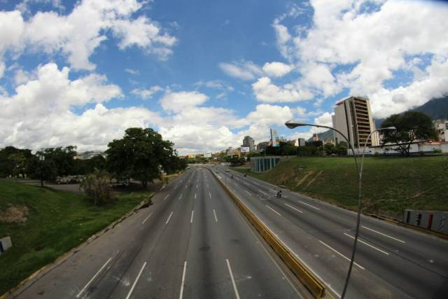 Francisco Fajardo a la altura de Altamira / Foto: Régulo Gómez - La Patilla