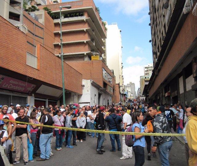 Otra noche de terror viven vecinos de La Candelaria y la avenida Panteón. Foto:  @SIGUEMEPRIMERO