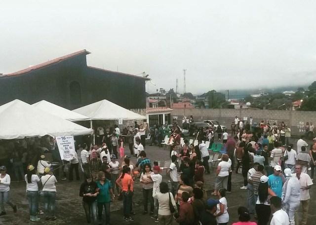 Vecinos de San Cristóbal, estado Táchira, activados // Foto  @TachiraProtesta