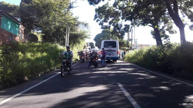 Foto: Cierran la vía a Capacho en el Táchira  / @Ecos del Torbes