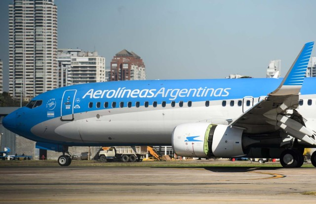 An Aerolineas Argentinas airplane taxis along the runway at the Jorge Newbery Airport in Buenos Aires, on August 2, 2017. Argentine state-run carrier Aerolineas Argentinas cancelled its August 5 weekly flight to Caracas over operational capacity and security concerns, the company said. Several foreign airlines, including Air France, Delta, Avianca and Iberia have also suspended flights to the country over security concerns due to the political situation. / AFP PHOTO / Eitan ABRAMOVICH