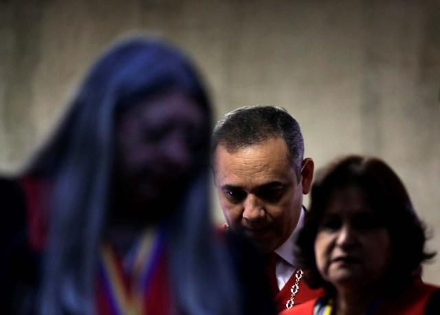 Venezuela's Supreme Court President Maikel Moreno (back) arrives to read a statement in Caracas, Venezuela August 1, 2017. REUTERS/Ueslei Marcelino