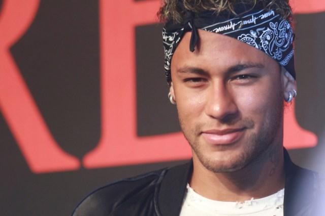 Foto de archivo. Neymar, jugador de fútbol de Barcelona, asiste a un evento de moda en Shanghai. 31 de julio de 2017. REUTERS/Stringer ATTENTION EDITORS - THIS IMAGE WAS PROVIDED BY A THIRD PARTY. CHINA OUT. NO COMMERCIAL OR EDITORIAL SALES IN CHINA. - RTS19XB3