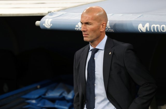 Soccer Football - Real Madrid vs Barcelona - Spanish Super Cup Second Leg - Madrid, Spain - August 16, 2017 Real Madrid coach Zinedine Zidane REUTERS/Sergio Perez
