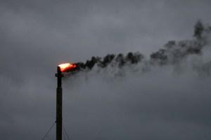 Petróleo termina en fuerte alza a pesar de aumento de reservas en EEUU