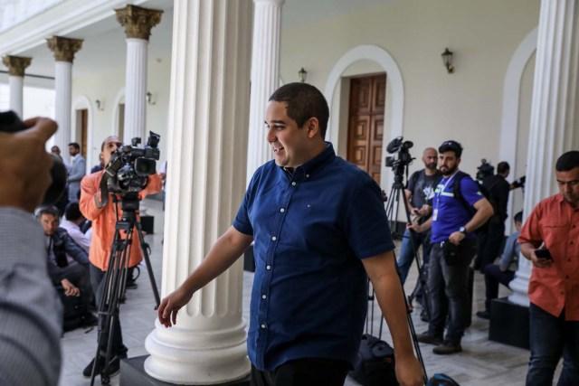 CAR05. CARACAS (VENEZUELA), 08/08/2017.- Nicolás Maduro Guerra, hijo del presidente Nicolás Maduro, asiste hoy, martes 8 de agosto de 2017, a la segunda sesión plenaria de la Asamblea Nacional Constituyente, en Caracas (Venezuela). EFE/Miguel Gutiérrez