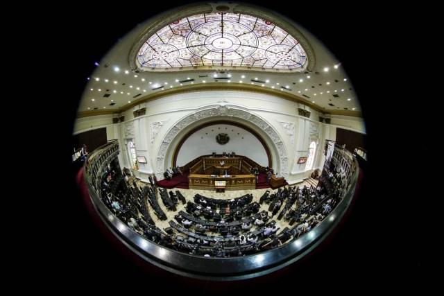 Fotografía tomada con lente ojo de pez muestra una vista general del hemiciclo de sesiones del palacio federal legislativo de la Asamblea Nacional  EFE/Miguel Gutiérrez