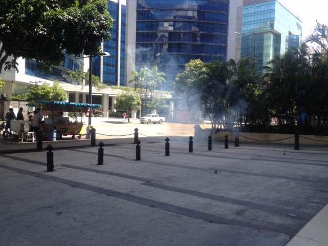 La represión fue perpetrada por integrantes de los cuerpos de in-seguridad em Altamira y Chacao. Foto: @EfectoCocuyo