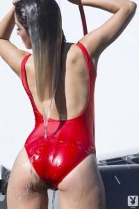 Nenas y Naves: Kimberly lavando el Ferrari gris (FOTOS)