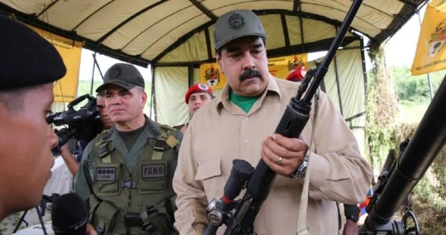 """El 14 de marzo de 2015 Maduro ordenó un ejercicio de defensa integral transmitido por radio y TV ante la inminencia de una """"invasión gringa"""" Foto Telesur"""