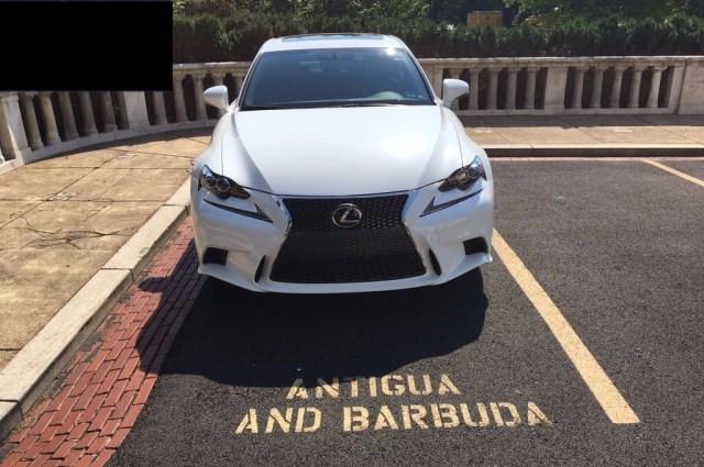 Antigua y Barbuda: Lexus GS Turbo-46.310 USD PIB per capita-13.400 USD