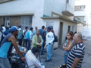 Pacientes renales protestan frente al Seguro Social de La Guaira #4Ago