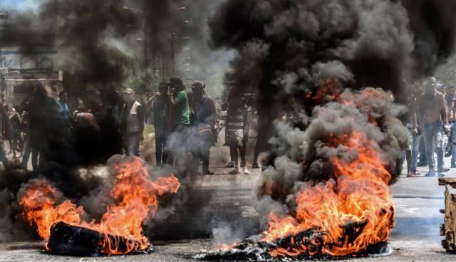 Protestas antigubernamentales en Valencia el domingo. RONALDO SCHEMIDT AFP