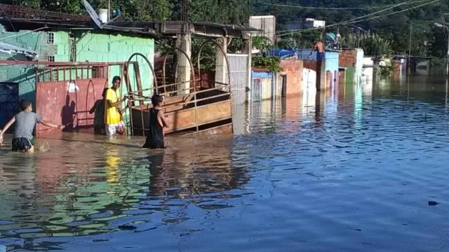 Foto: Unas 46 familias afectadas por la crecida del Río Tuy  / Jorge Galindo