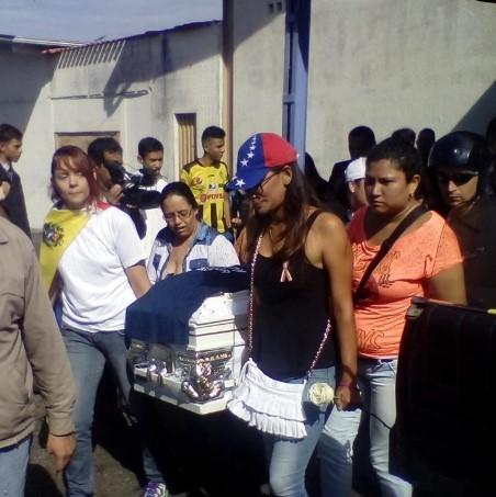 Colectivos disparan en homenaje a Ender Peña / Foto: Fernando Márquez