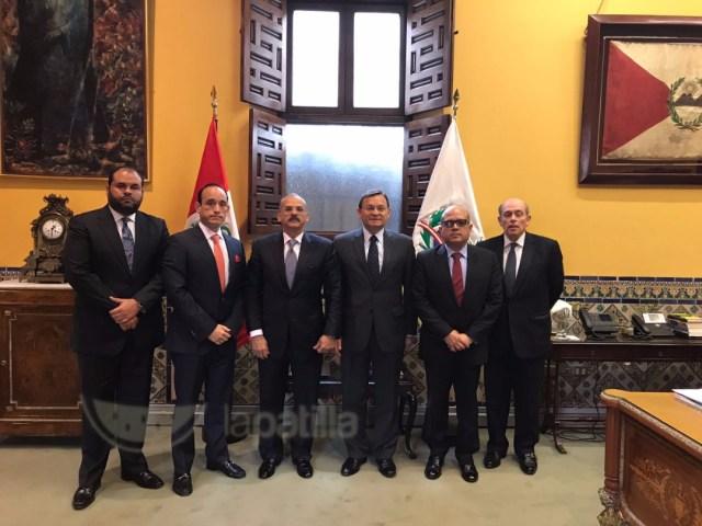 Magistrados designados por la AN en reunión con el Vicecanciller de Perú