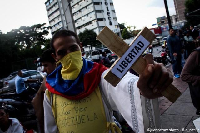 Opositores caminaron en honor a los caídos y presos políticos (Foto: Juan Peraza / LaPatilla)