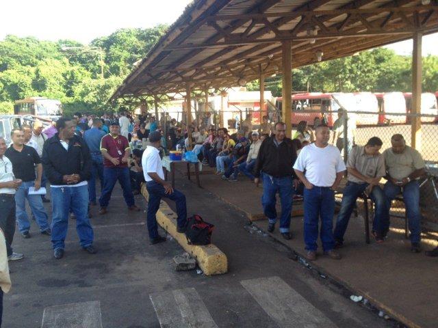 Foto: Paro en la Ferrominera del Orinoco en Guayana por contrato colectivo / Cortesía