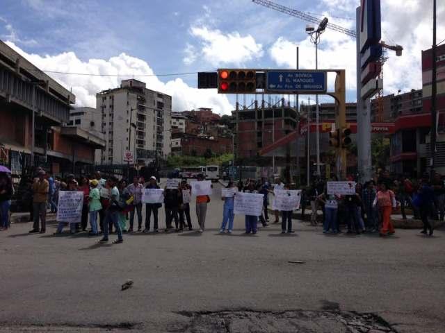 Foto: Protesta trabajadores Gob. Miranda. Av. Rómulo Gallegos, unicentro El Marqués /  @lirioperezpetit