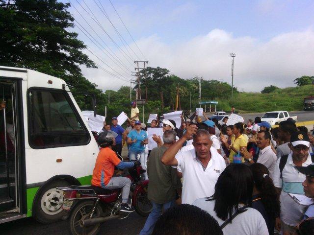 Foto: Trabajadores de la  gobernación de Miranda protestan para exigir  pago de deuda al gobierno Nacional  / Cortesía