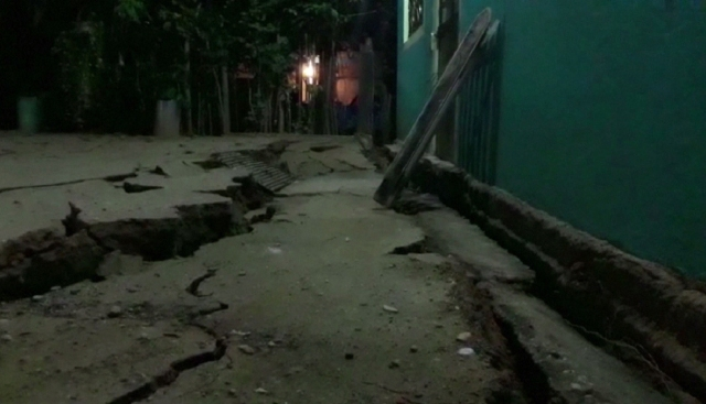A video grab made from AFPTV footage shows damage to a building in Minatitlan, Mexico, on September 8, 2017 after a powerful 8.2-magnitude earthquake rocked Mexico late on September 7. A powerful 8.2-magnitude earthquake rocked Mexico late September 7, killing at least 15 people and triggering a tsunami alert in what the president called the quake-prone country's biggest one in a century. / AFP PHOTO / AFPTV / Carlos SANTOS AND Lizbeth CUELLO