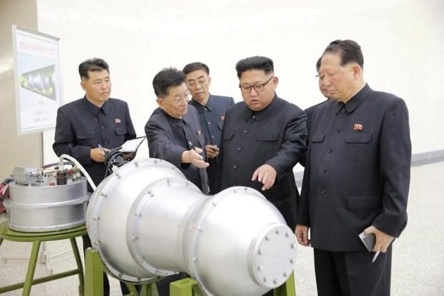 El líder de Corea del Norte, Kim Jong Un, proporciona orientación en un programa de armas nucleares en Pyongyang, el septiembre 3, 2017. REUTERS ATENCIÓN EDITORES ESTA IMAGEN FUE PROVISTA POR UN TERCERO. REUTERS NO PUEDE VERIFICAR INDEPENDIENTEMENTE LA AUTENTICIDAD, CONTENIDO, UBICACIÓN O FECHA DE ESTA IMAGEN. NO SE VENDE PARA CAMPAÑAS DE MARKETING O PUBLICIDAD.