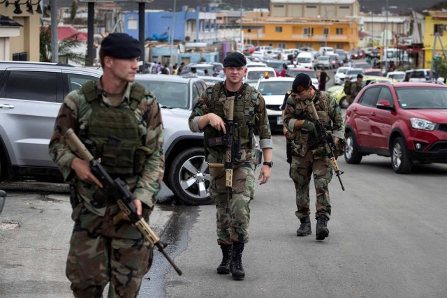 Dutch soldiers patrol the streets of Sint Maarten Dutch part of Saint Martin island in the Carribean after the Hurricane Irma September 7, 2017. Picture taken September 7, 2017. Netherlands Ministry of Defence-Gerben van Es/Handout via REUTERS ATTENTION EDITORS - THIS IMAGE HAS BEEN SUPPLIED BY A THIRD PARTY. MANDATORY CREDIT.NO RESALES. NO ARCHIVES