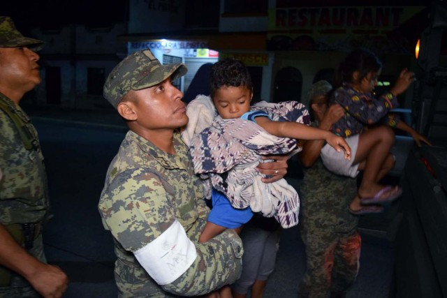 Soldiers help children to get on a truck as residents are being evacuated from their coastal town after an earthquake struck off the southern coast, in Puerto Madero, Mexico September 8, 2017. REUTERS/Jose Torres NO RESALES. NO ARCHIVES