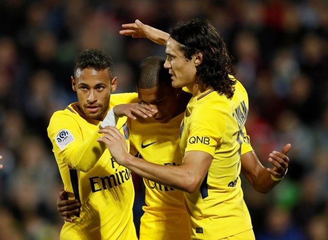 Edinson Cavani, Kylian Mbappe y Neymar.   REUTERS/Gonzalo Fuentes