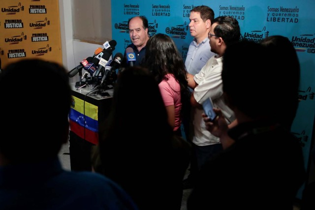 Julio Borges, president of the National Assembly and lawmaker of the Venezuelan coalition of opposition parties (MUD) talks to the media during a news conference in Caracas, Venezuela, September 16, 2017. REUTERS/Marco Bello