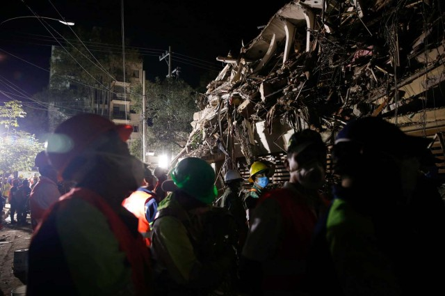 Rescuers work at the site of a collapsed building after an earthquake in Mexico City, Mexico September 20, 2017. REUTERS/Henry Romero