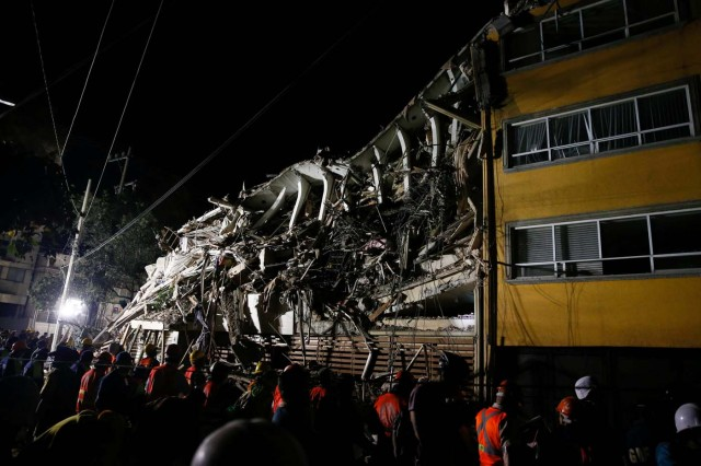 REFILE - REMOVING TYPO - Rescuers work at the site of a collapsed building after an earthquake in Mexico City, Mexico September 20, 2017. REUTERS/Henry Romero