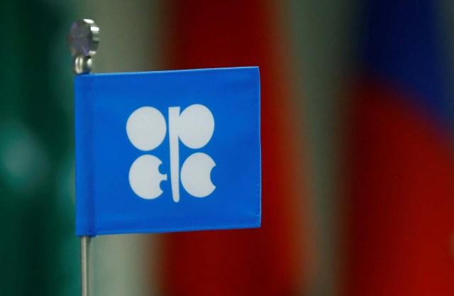 Se ve una bandera con el logotipo de la Organización de Países Exportadores de Petróleo (OPEP) durante una reunión de países productores de la OPEP y no miembros de la OPEP en Viena, Austria, el 22 de septiembre de 2017. REUTERS / Leonhard Foeger