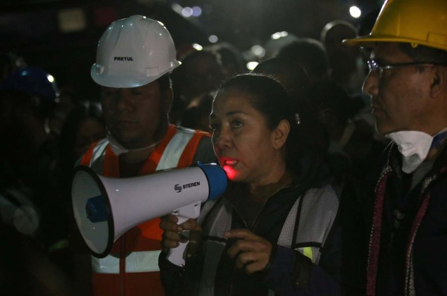 Relatives speaks to the media next to a collapsed building as they wait for news of their loved ones after an earthquake in Mexico City, Mexico September 23, 2017. REUTERS/Henry Romero