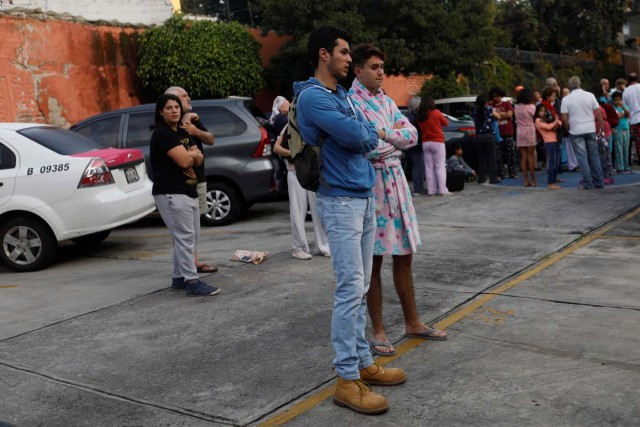 People gather inside a residential area after a tremor was felt in Mexico City, Mexico, September 23, 2017. REUTERS/Edgard Garrido