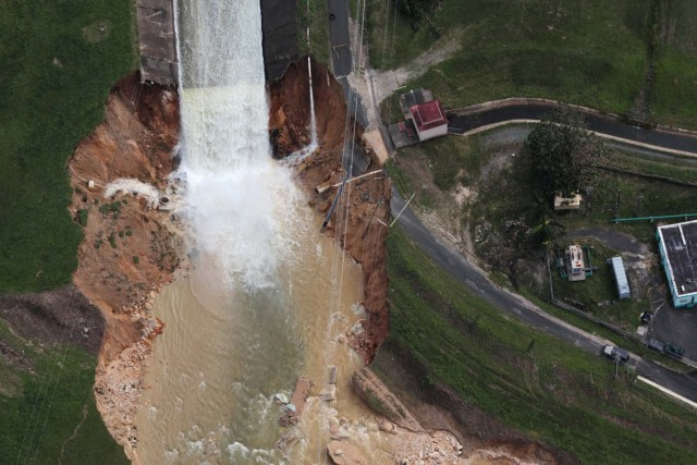 An aerial view shows the damage to the Guajataca dam in the aftermath of Hurricane Maria, in Quebradillas, Puerto Rico September 23, 2017. REUTERS/Alvin Baez TPX IMAGES OF THE DAY