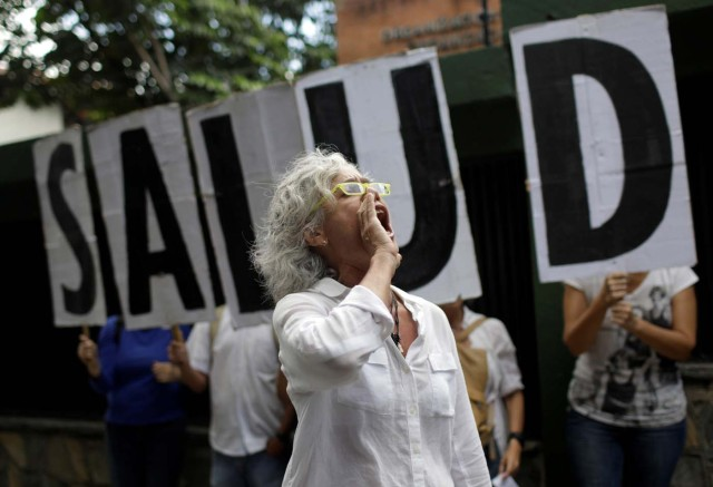 "A woman shouts slogans during a protest outside the World Health Organization (WHO) office in Caracas, Venezuela September 25, 2017. The letters read ""Health"". REUTERS/Ricardo Moraes"