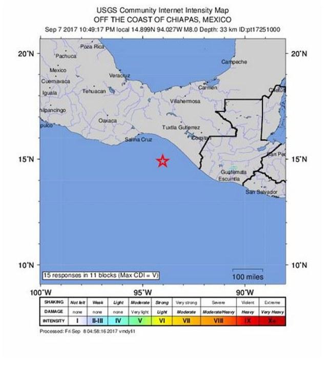 TEM01. CHIAPAS (MÉXICO), 07/09/2017.- Fotografía cedida por el Servicio Geológico de los Estados Unidos que muestra un mapa de intensidad que muestra la ubicación de un terremoto de magnitud 8.0 que impactó a una profundidad de 33 km a las 10:49 pm hora local frente a la costa de Tres Picos, México hoy, jueves 07 de septiembre de 2017. Hasta ahora no hay reportes de daños o víctimas, pero la sacudida provocó cortes de energía en la capital, donde se escuchó la alerta sísmica, y de inmediato comenzaron a escucharse ambulancias. EFE/USGS / SOLO USO EDITORIAL/NO VENTAS