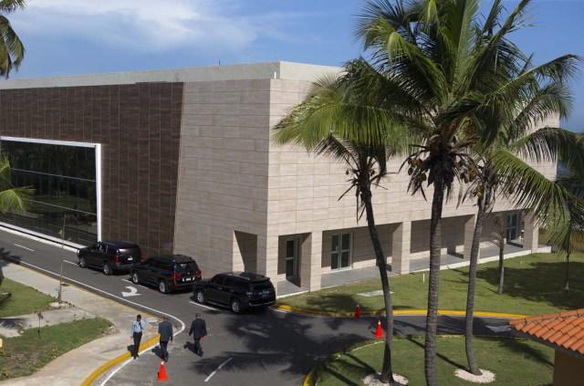 STO30. SANTO DOMINGO (REPÚBLICA DOMINICANA), 14/09/2017.- Vista de la sede de la cancillería hoy, jueves 14 de septiembre de 2017, en Santo Domingo (República Dominicana). Representantes del Gobierno y de la oposición de Venezuela prosiguen hoy por segundo día consecutivo los contactos en Santo Domingo para abrir un nuevo diálogo encaminado a cerrar la crisis que vive ese país. EFE/Orlando Barría