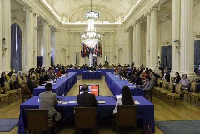 Fotografía cedida por la OEA de una vista general de la audiencia pública en la que se determinará si hay fundamento para denunciar al Gobierno de Venezuela por crímenes de lesa humanidad ante la Corte Penal Internacional (CPI), hoy viernes, 15 de septiembre 2017, en la sede de la Organización de los Estados Americanos (OEA) en Washington, DC (EE.UU.). El secretario general de la Organización de los Estados Americanos (OEA), Luis Almagro, ha nombrado a tres juristas de Argentina, Costa Rica y Canadá para que evalúen si hay base para llevar al Gobierno de Venezuela ante la Corte Penal Internacional (CPI). EFE/Juan Manuel Herrera/OEA/SOLO USO EDITORIAL/NO VENTAS