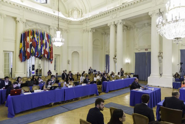 MIA14. WASHINGTON (DC, EE.UU.), 15/09/2017.- Fotografía cedida por la OEA de una vista general de la audiencia pública en la que se determinará si hay fundamento para denunciar al Gobierno de Venezuela por crímenes de lesa humanidad ante la Corte Penal Internacional (CPI), hoy viernes, 15 de septiembre 2017, en la sede de la Organización de los Estados Americanos (OEA) en Washington, DC (EE.UU.). El secretario general de la Organización de los Estados Americanos (OEA), Luis Almagro, ha nombrado a tres juristas de Argentina, Costa Rica y Canadá para que evalúen si hay base para llevar al Gobierno de Venezuela ante la Corte Penal Internacional (CPI). EFE/Juan Manuel Herrera/OEA/SOLO USO EDITORIAL/NO VENTAS